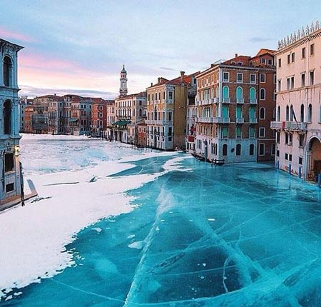 عکسهای دیدنی و شگفت انگیز از یخبندان شهر ونیز در ایتالیا