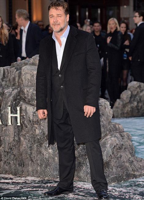 کمک های مخفیانه راسل کرو بازیگر مشهور جهان