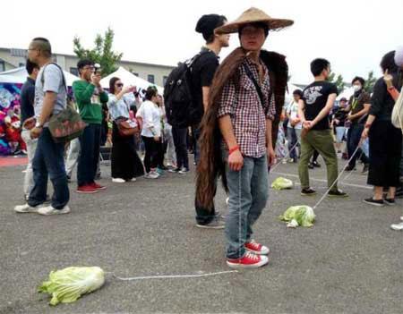 اقدام عجیب برای مقابله با تنهایی در چین (عکس)