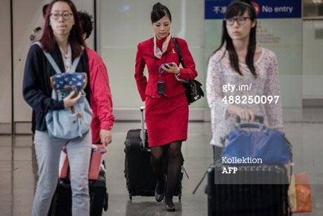 میهمانداران یک خط هوایی به لباس های زننده خود اعتراض کردند