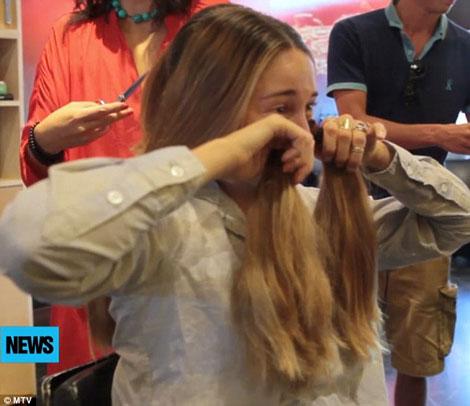 گریه های بازیگر زن به خاطر از دست دادن موهایش