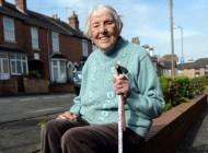 یک پیرزن در سن 99 سالگی گوش هایش شنوا شد