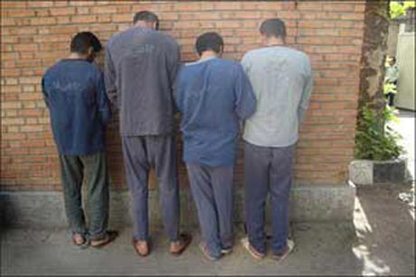 تجاوز گروهی به خانم متاهل در یکی از شهرهای ایران