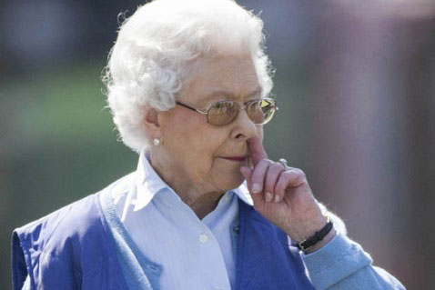 حرکت زشت ملکه انگلیس سوژه جهانی شد +عکس