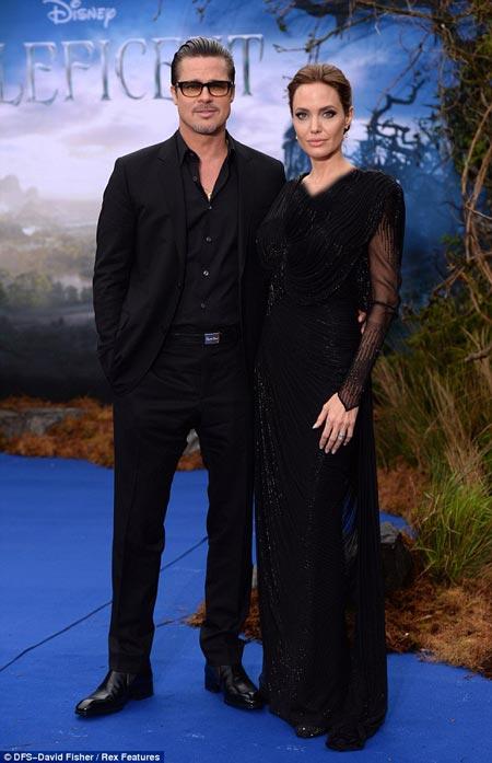 آنجلینا جولی و براد پیت در افتتاحیه فیلم جدید دیزنی
