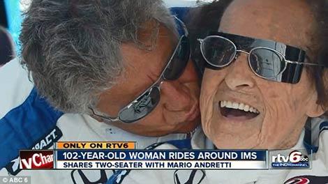 پیرزن 102 ساله در پیست های اتومبیلرانی +عکس