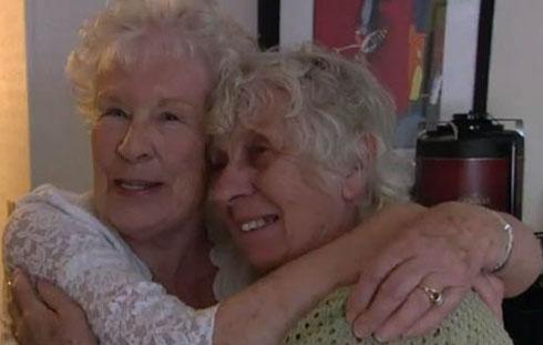 خواهران دوقلوی 78 ساله رکورد زدند (عکس)