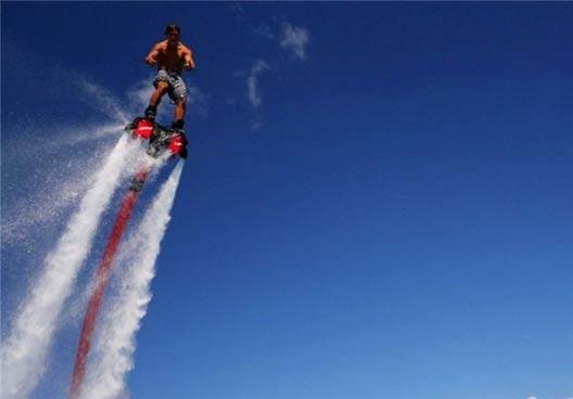 تفریح بسیار جالب مانند جت به هوا بروید +عکس