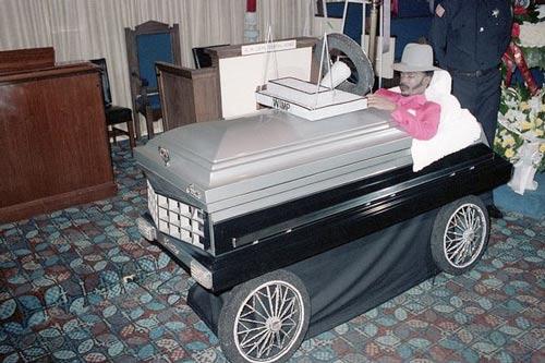 عجیب ترین های مراسم کفن و دفن + عکس