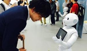 ساخت اولین روبات با احساس در جهان +عکس