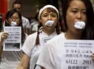 اعتراض عجیب و دیدنی به سبک هنگ کنگی ها + عکس