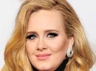 چهره بدون آرایش ادله خواننده مشهور جهان (عکس)