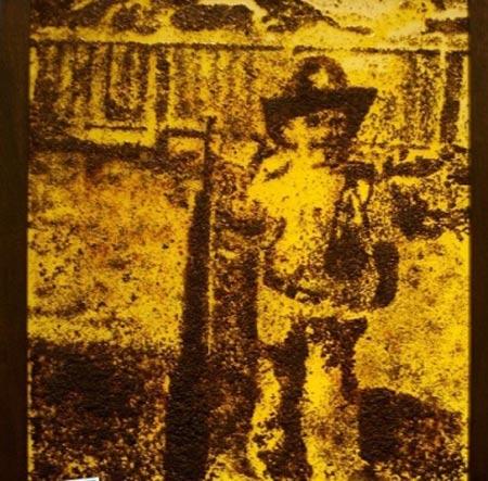 هنرمندی که بخاطر نقاشی 200 هزار مورچه کشت + عکس
