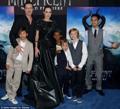کل خانواده آنجلینا جولی و براد پیت در افتتاحیه فیلم (عکس)