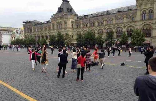 رقص دیدنی مادربزرگ ها در میدان سرخ مسکو + عکس