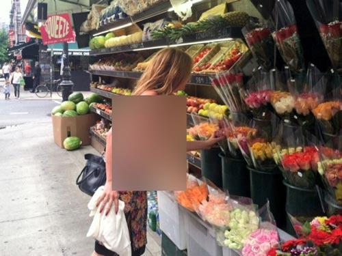 دختر بازیگر معروف بروس ویلیس در خیابان برهنه شده