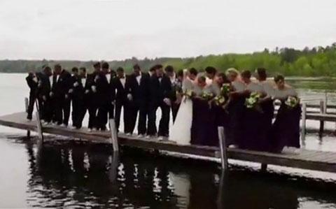 وقتی عروس خانم در مراسم نامزدی خودش را خیس می کند