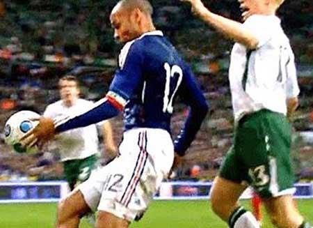 عجیب ترین اشتباهات داوری در جام جهانی + عکس
