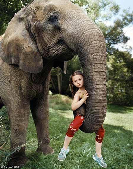 زندگی عجیب این دختر کوچک با حیوانات وحشی (عکس)