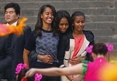 شوخی اوباما با دخترانش از نوع رسانه ای + عکس