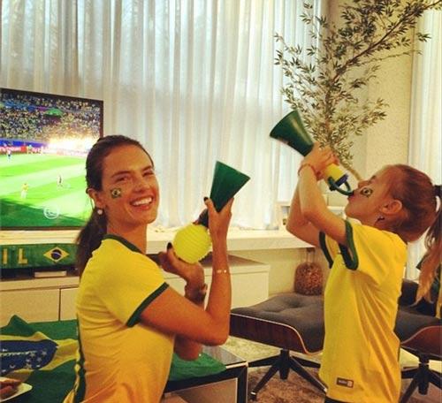 مدل های معروف برزیلی در حال تشویق تیم ملی کشورشان