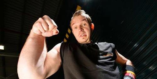 بازوهای عجیب این ورزشکار رسانه ها را کنجکاو کرد + عکس