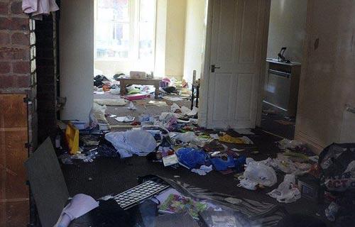 پارتی کثیف یک خانم مستاجر برای صاحبخانه +(عکس)