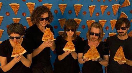 کنسرت جالب موسیقی با طعم پیتزا +(عکس)