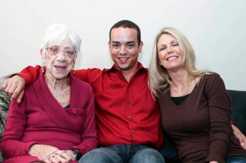 رابطه مرد 31 ساله و دوست دختر 91 ساله اش +عکس