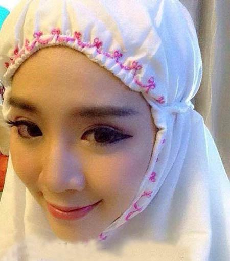 اقدام عجیب این دختر زیبای هرزه در ماه رمضان +عکس