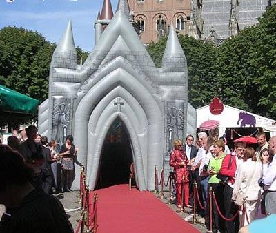 عجیب ترین نوع سبک کلیسا برای مراسم ازدواج + عکس