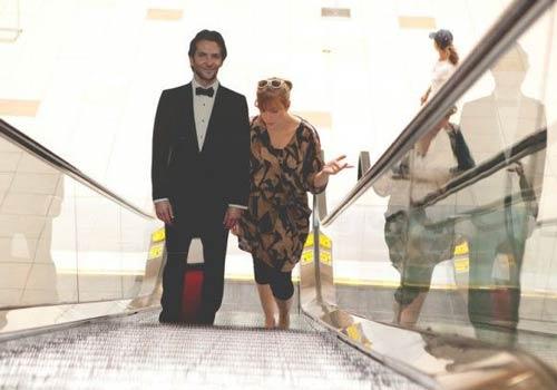 زندگی عجیب زنی با یک شوهر مقوایی +عکس