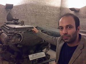 عکس خبرنگار معروف ایرانی با قلب پادشاهان