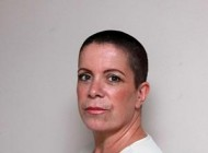 زنی که به خاطر اشتباه آرایشگرش کچل شد + عکس
