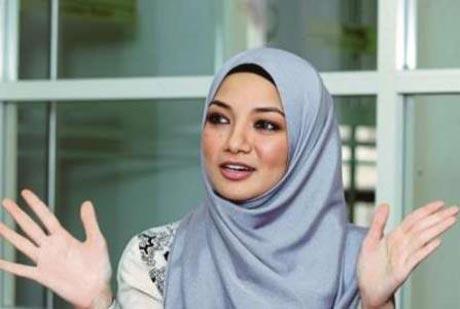 خانم مدل و بازیگر جذاب مالزیایی با حجاب شد +عکس