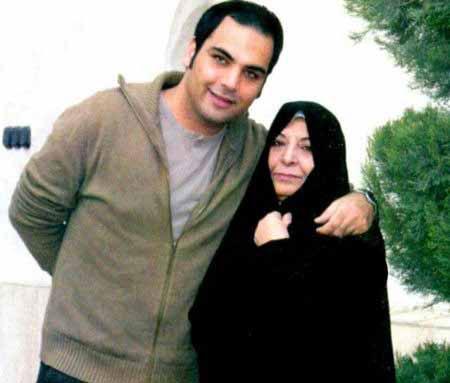 عکس احسان علیخانی در کنار مادرش!!