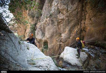 تصاویری از دره نوردی این زن در مازندران