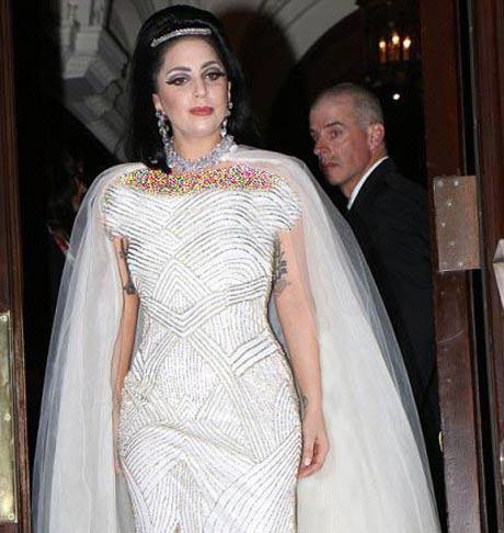 لیدی گاگا خواننده معروف در لباس عروس +عکس