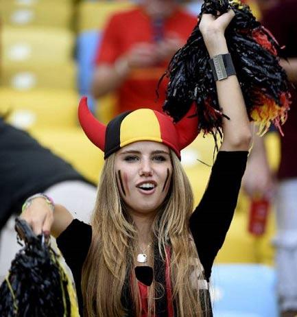 زیباترین دختر تماشگر جام جهانی مدل شد +عکس