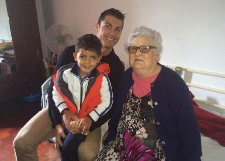مادربزرگ کریس رونالدو فوت کرد +عکس