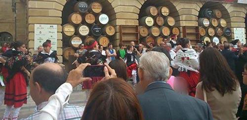برگزار شدن فستیوال شراب پاشی در اسپانیا + عکس