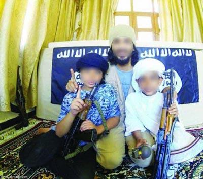 عکس تاسف آور کم سن ترین جنگجویان داعش