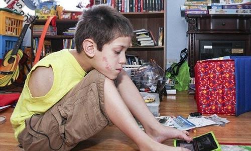 زندگی دشوار و جالب مادر و پسر بدون بدون بازو و دست + عکس