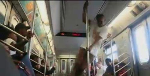 ممنوع شدن رقصهای زیر زمینی در مترو + عکس