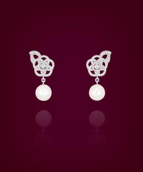 مجموعه ای زیبا و گرانبها از جواهرات زنانه