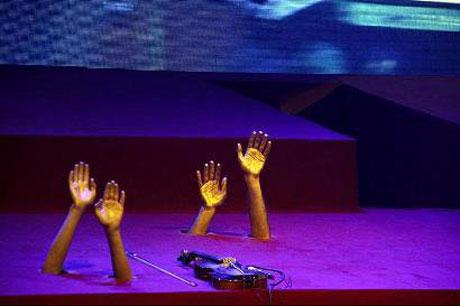 دکوراسیون جالب و عجیب در کنسرت بنیامین بهادری + عکس