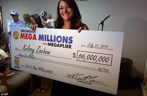 مادر 24 ساله خوش شانس برنده یک لاتاری 66 میلیون دلاری
