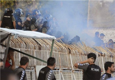 خبر جنجالی منفجر شدن دست هوادار توسط پلیس + (عکس 18+)