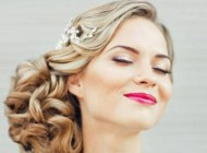 شیک ترین مدل موی عروس با تزئین گل و تاج