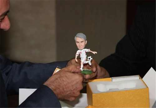 اهدای هدیه جالب و دیدنی نایب رئیس فدراسیون ژاپن به کفاشیان